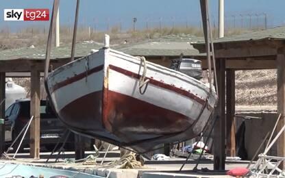 Migranti, iniziata a Lampedusa la rimozione delle carrette del mare