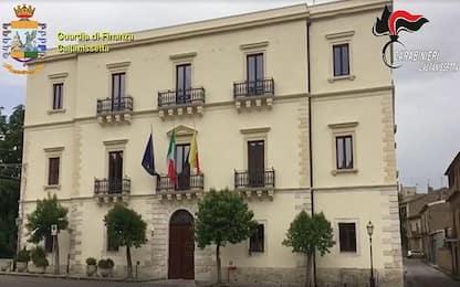 Appalti pilotati, si dimette sindaco arrestato nel Nisseno
