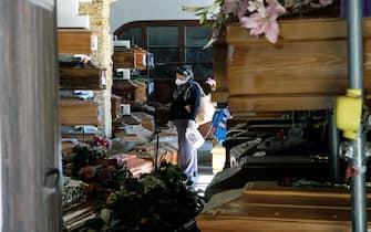 Palermo, primo giorno di riapertura del cimitero dei Rotoli di Palermo. Iniziata la fase 2 dell'emergenza Covid-19. 04/05/2020, Palermo, Italia (Igor Petyx / IPA/Fotogramma,  - 2020-05-04) p.s. la foto e' utilizzabile nel rispetto del contesto in cui e' stata scattata, e senza intento diffamatorio del decoro delle persone rappresentate