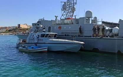 Sbarco di 70 migranti a Lampedusa, nell'hotspot 430 persone