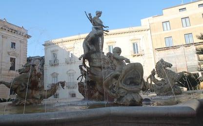 Ortigia, si tuffano e danneggiano fontana di Diana: due denunciati