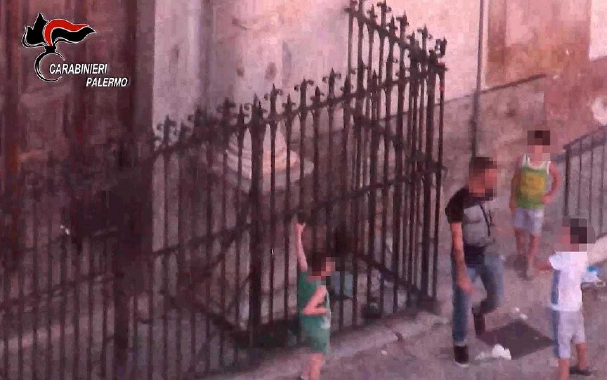 Una immagine dello spaccio a Palermo, 30 settembre 2020 ANSA/UFFICIO STAMPA CARABINIERI