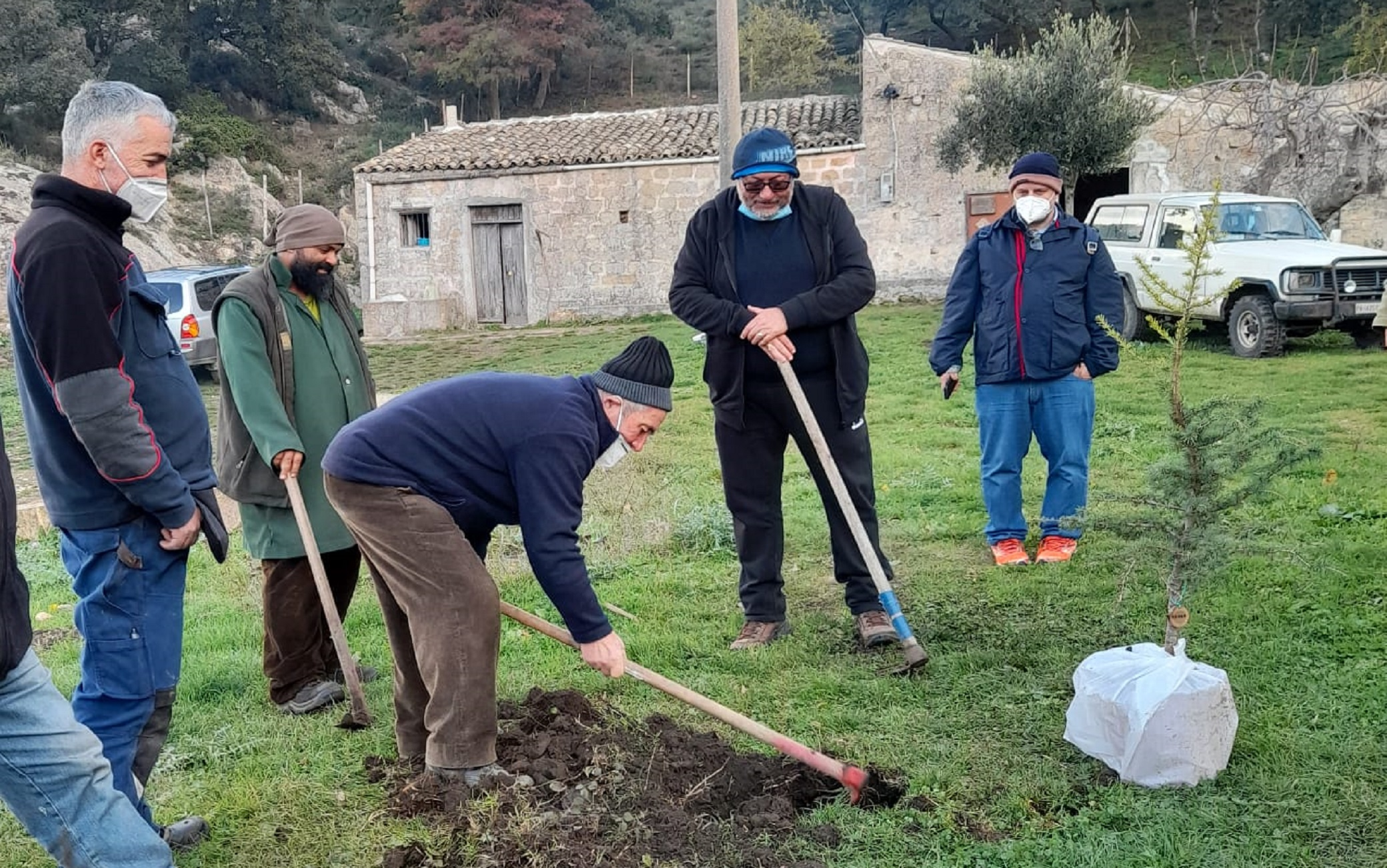 Missione Speranza e Carità pianta 17 alberi a Godrano, nel Palermitano