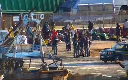 Migranti: sbarcate a Lampedusa 77 persone tra cui donna positiva Covid