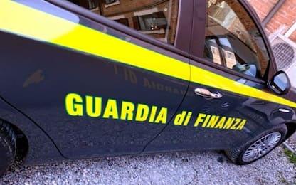 Napoli, contrabbando di sigarette: quattro provvedimenti cautelari