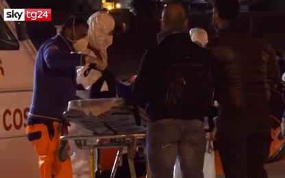 Migranti, sulla Open Arms bimba di 7 anni perde conoscenza. VIDEO