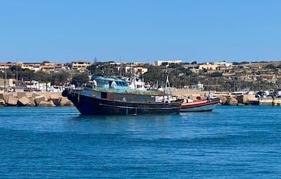 Migranti, oltre mille persone sbarcate a Lampedusa