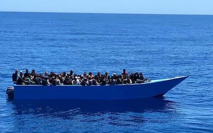 Migranti, ancora sbarchi a Lampedusa. Salvini: Ne parleremo con Draghi