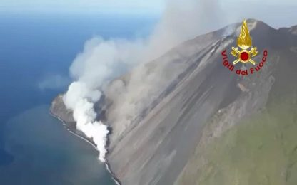 Stromboli: prosegue attività esplosiva, turisti assistono a eruzione