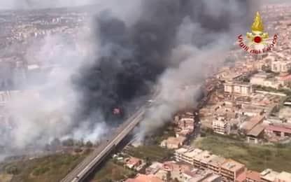 Incendi Sicilia, a fuoco Piana degli Albanesi. A Catania case evacuate