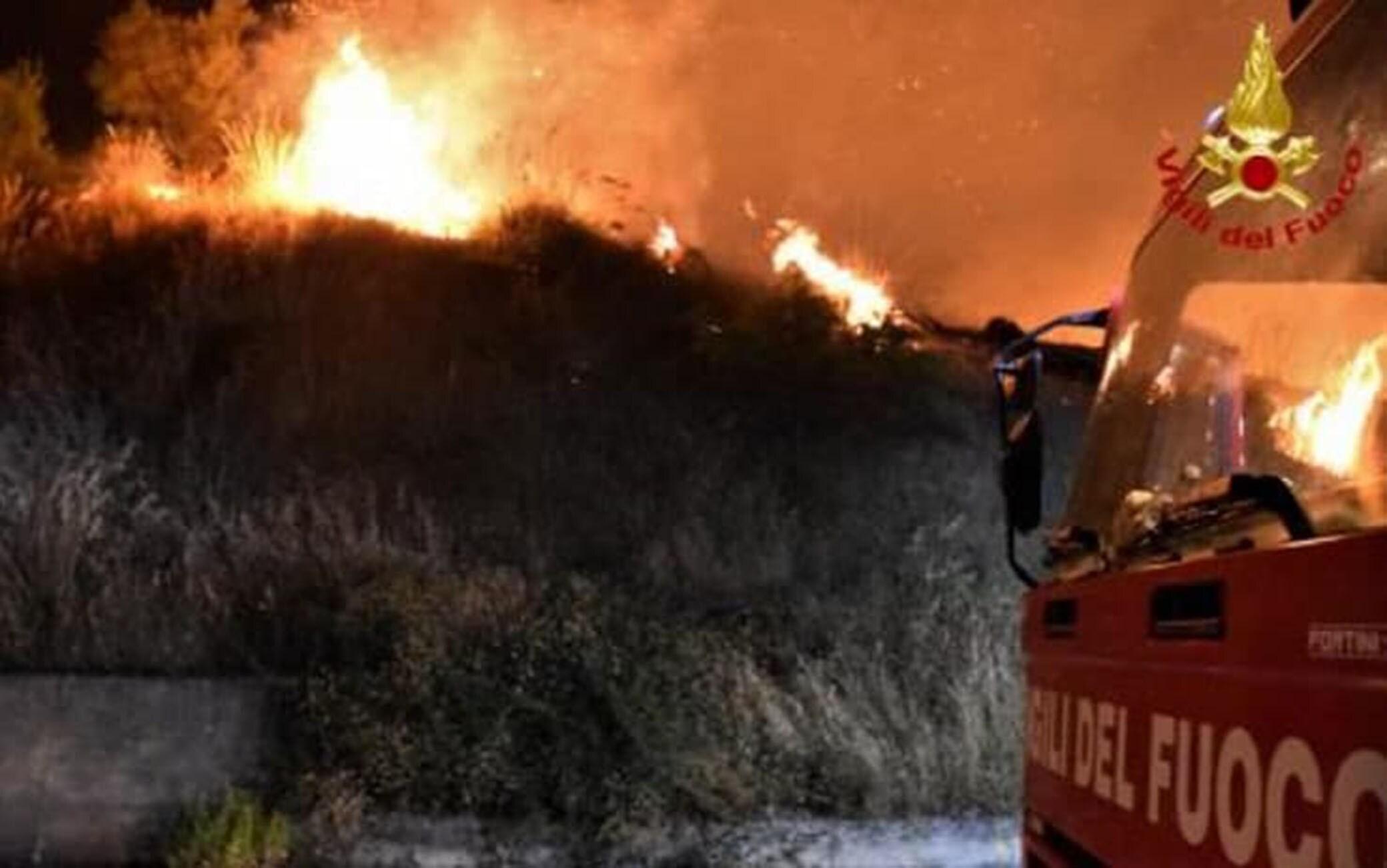 Incendio a Piana degli Albanesi