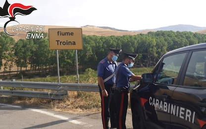 Enna, arrestati in flagranza 2 piromani intenti ad appiccare incendio