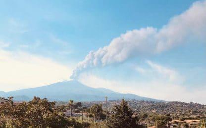 Etna in eruzione: fontana di lava dal cratere di Sud-Est