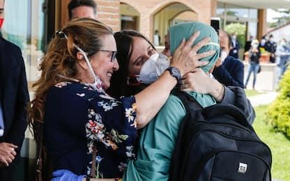 """Silvia Romano, Conte: """"Coesi ce la facciamo. Salvini"""": """"Nulla gratis"""""""