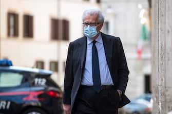 Il Senatore del Pd Luigi Zanda arriva al Senato per la votazione sulle mozioni di sfiducia presentate nei confronti del ministro della Giustizia Alfonso Bonafede, Roma, 20 maggio 2020. ANSA/ANGELO CARCONI
