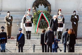 Italian President Sergio Mattarella (C) lays a wreath of flowers at the 'Altare della Patria' monument (Altar of the Fatherland) during the celebrations of the Italian Republic Day in Rome, Italy, 02 June 2020. ANSA/ANGELO CARCONI