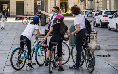 Assegno figli, in media 962 euro a famiglia: ecco a chi spetta