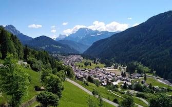 Una veduta di Falcade, sulle Dolomiti bellunesi, 02 giugno 2020. ANSA/ANTONELLA SCHENA