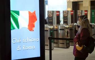 Cadorna Ferrovie Nord Stazione, primi viaggiatori in occasione della fine del lock-down dovuto al coronavirus, Milano, 04 maggio 2020. ANSA/ PAOLO SALMORAGO