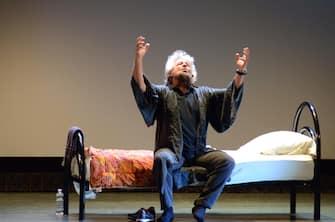 """Beppe Grillo durante il suo spettacolo """"Insomnia"""" presso il cinema teatro Alessandrino ad Alessandria, 14 aprile 2018. ANSA/DINO FERRETTI"""
