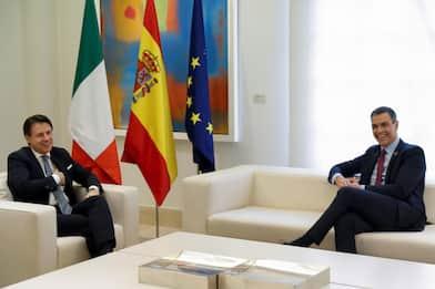 """Coronavirus, Conte a Madrid: """"Risposta su Recovery fund entro luglio"""""""