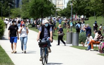 People walk, ride bycicle and relax while enjoying a sunny day inside the 'Parco di CityLife' park during the so-called phase 2 of the coronavirus emergency, in Milan, northern Italy, 24 May 2020. Italy, like several other countries around the world, is gradually easing COVID-19 lockdown restrictions in an effort to restart its economy and help people in their daily routines after the outbreak of coronavirus pandemic. ANSA/ MATTEO BAZZI