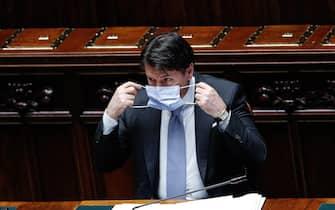 il presidente del Consiglio Giuseppe Conte indossa una mascherina sanitaria alla Camera durante il Question time, Roma, 1 Luglio 2020. ANSA/GIUSEPPE LAMI