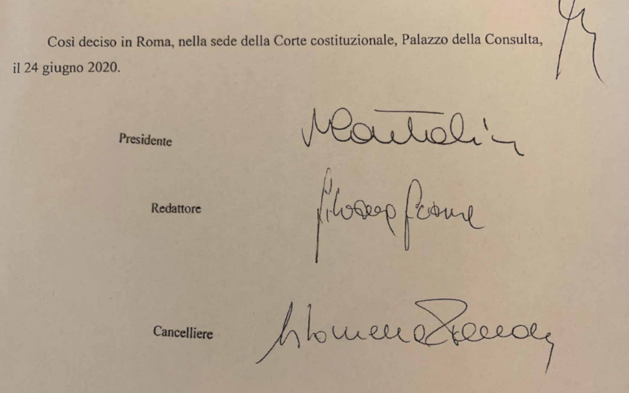 Consulta, storica firma tre donne