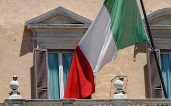 Bandiera italiana di Palazzo Montecitorio, Roma, 23 Giugno 2020. ANSA/GIUSEPPE LAMI