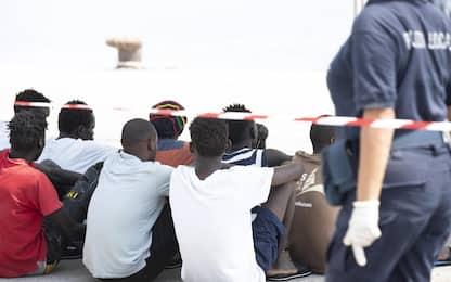 Migranti, gruppo di nordafricani fugge dall'hotspot di Pozzallo