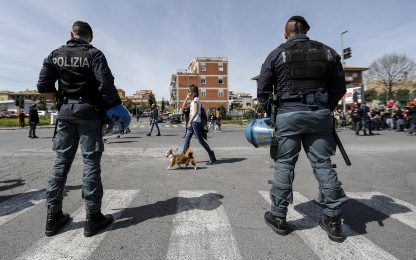 Roma, scardinano porta banca e rubano cassa: furto da 25mila euro