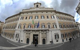 Una veduta del palazzo del Parlamento a piazza Montecitorio a Roma, 12 Marzo 2013. ANSA/CLAUDIO ONORATI