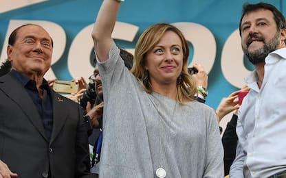Centrodestra, Meloni, Salvini e Berlusconi firmano patto anti-inciucio