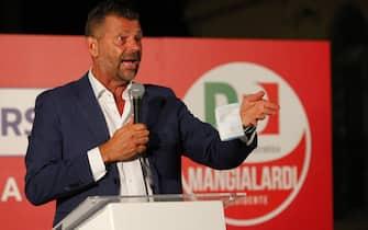 Il candidato del centrosinistra alla presidenza della Regione Marche Maurizio Mangalardi durante un incontro pubblico a Pesaro, 27 agosto 2020.  ANSA/PASQUALE BOVE