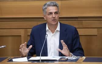 Simone Baldelli durante un momento della conferenza stampa, presso la sala stampa della Camera, dei parlamentari per il NO al referendum costituzionale del 20 e 21 settembre. Roma, 1 settembre 2020. ANSA/CLAUDIO PERI