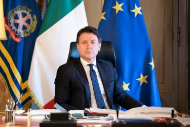 Il presidente del Consiglio, Giuseppe Conte,  a Palazzo Chigi, Roma, 1 aprile 2020.  ANSA/UFFICIO STAMPA PALAZZO CHIGI/FILIPPO ATTILI +++ ANSA PROVIDES ACCESS TO THIS HANDOUT PHOTO TO BE USED SOLELY TO ILLUSTRATE NEWS REPORTING OR COMMENTARY ON THE FACTS OR EVENTS DEPICTED IN THIS IMAGE; NO ARCHIVING; NO LICENSING +++