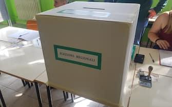 L'urna di un seeggio elettorale per le elezioni regionali in Umbria, 27 ottobre 2019. ANSA/ FEDERICA LIBEROTTI