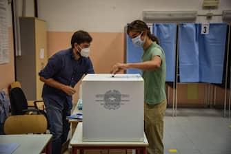 Apertura dei seggi elettorali per il referendum costituzionale sul taglio dei parlamentari alla scuola media Parini di via Solferino - Milano 20 Settembre 2020  Ansa/Matteo Corner