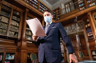 Il presidente del Consiglio, Giuseppe Conte, a Palazzo Chigi, Roma, 25 ottobre 2020. ANSA/FILIPPO ATTILI/US CHIGI ++ NO SALES, EDITORIAL USE ONLY ++