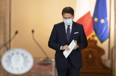 Un momento della conferenza stampa del presidente del Consiglio, Giuseppe Conte, dopo la firma del nuovo Dpcm con le misure restrittive per l'emergenza Coronavirus, Roma, 19 ottobre 2020. ANSA/FILIPPO ATTILI/US PALAZZO CHIGI ++ NO SALES, EDITORIAL USE ONLY ++
