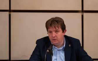 Il presidente della Regione Valle d'Aosta Erik Lavevaz durante una conferenza stampa