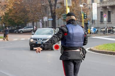Roma, fermato rapinatore dopo inseguimento a bordo di un'auto rubata