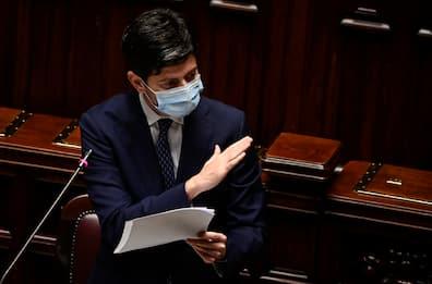 Covid, Speranza presenta il piano vaccinale al Senato. DIRETTA