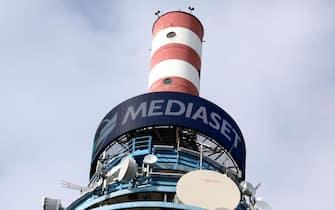 La torre dei ripetitori Mediaset nella sede del gruppo a Cologno Monzese, 4 settembre 2019. ANSA / MATTEO BAZZI