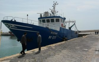 Il peschereccio Airone nel porto di Mazara del Vallo, 19 aprile 2015. ANSA/FRANCESCO TERRACINA