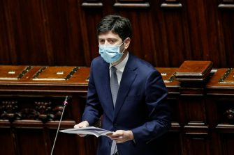 il ministro della Salute Roberto Speranza alla Camera durante comunicazioni sulle ulteriori misure per fronteggiare l'emergenza da Covid-19, Roma 13 Gennaio 2021. ANSA/GIUSEPPE LAMI.