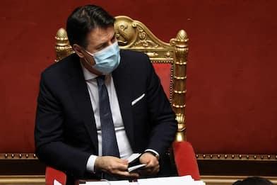 Crisi governo, Conte incassa la fiducia al Senato con 156 voti. LIVE