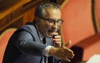 Lello Ciampolillo, in aula del Senato per la riforma della pubblica amministrazione, Roma, 29 aprile 2015. ANSA/GIORGIO ONORATI