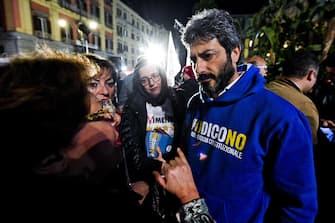 Il presidente della Commissione di Vigilanza Rai, Roberto Fico (M5S), durante la tappa del TreNo Tour per dire No al referendum a Napoli, 21 novembre 2016. ANSA/CIRO FUSCO