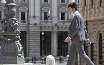 Francesco Forciniti del M5s entra a Montecitorio per il dl elezioni a Roma, 8 giugno 2020.   MAURIZIO BRAMBATTI/ANSA